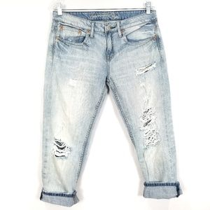 AMERICAN EAGLE Light Wash Distressed Cropped Jeans